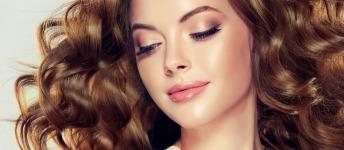 Shampooing sec : espacez les shampooings et donnez du volume à vos cheveux